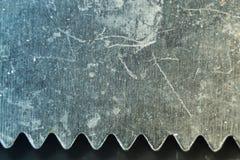 Cuchillo de acero macro en verde Imagen de archivo