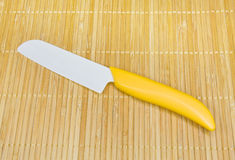 Cuchillo de cocina de cerámica. Fotografía de archivo libre de regalías