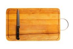 Cuchillo de cocina en la tarjeta de corte Imagen de archivo libre de regalías