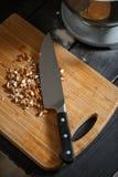 Cuchillo de corte de las almendras Fotos de archivo libres de regalías