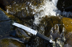 Cuchillo de Tanto en agua Fotografía de archivo