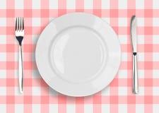 Cuchillo, placa blanca y fork en el rojo controlado fotos de archivo libres de regalías