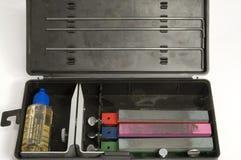 Cuchillo que afila el equipo fotos de archivo