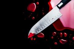 Cuchillo sangriento aislado en negro Fotografía de archivo