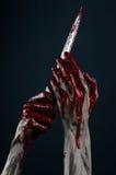 Cuchillo sangriento del demonio del zombi de las manos Fotografía de archivo libre de regalías