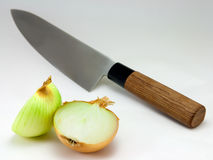 Cuchillo y cebolla Imagen de archivo libre de regalías