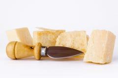 Cuchillo y parmesano Fotos de archivo libres de regalías