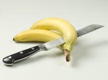 Cuchillo y plátanos Imagen de archivo libre de regalías