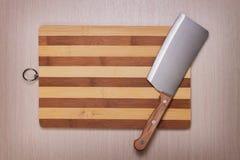 Cuchillo y tarjeta de corte Imagen de archivo libre de regalías
