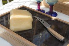 Cuchillo y vino del queso Imagen de archivo libre de regalías