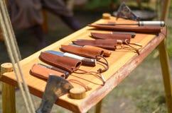 Cuchillos con las cubiertas de cuero Foto de archivo libre de regalías