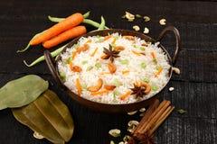 Cucina asiatica - riso fritto del vegetariano immagine stock