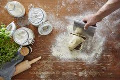 Cucina atmosferica della pasta del taglio manuale Fotografia Stock Libera da Diritti