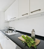 Cucina bianca moderna Immagine Stock Libera da Diritti