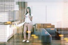 Cucina bianca in studio, galleria del manifesto tonificata Fotografia Stock