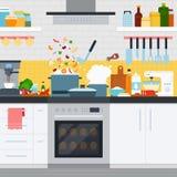 Cucina con gli utensili ed i piatti, cottura domestica Fotografia Stock