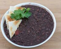 Cucina cubana: Zuppa di fagioli neri Immagine Stock