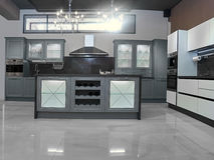 Cucina dell'alta società in una casa moderna Immagine Stock