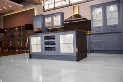 Cucina dell'alta società in una casa moderna Immagine Stock Libera da Diritti