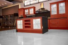 Cucina dell'alta società in una casa moderna Fotografia Stock