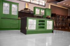 Cucina dell'alta società in una casa moderna Fotografie Stock Libere da Diritti