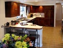 Cucina della ciliegia con il contatore Fotografia Stock