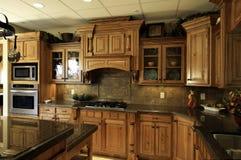 Cucina di lusso moderna spaziosa Fotografia Stock