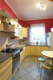 Cucina domestica alla moda moderna immagine stock