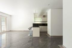 Cucina domestica dell'appartamento vuoto Immagini Stock
