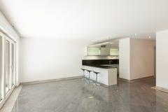 Cucina domestica dell'appartamento vuoto Fotografie Stock
