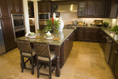 Cucina domestica di lusso immagini stock