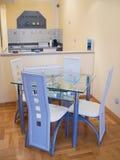 Cucina e tabella pranzante Fotografie Stock