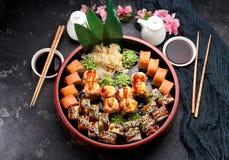 Cucina giapponese Alimento asiatico Sushi fotografia stock