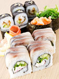 Cucina giapponese - insieme dei sushi Immagine Stock