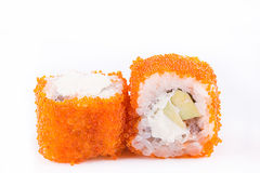 Cucina giapponese, sushi messo: il sushi ed il sushi arriva a fiumi il caviale con l'avocado ed il formaggio su un fondo bianco Immagini Stock Libere da Diritti