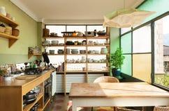 Cucina interna e piacevole Immagini Stock Libere da Diritti