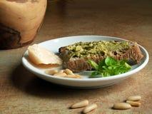 Cucina italiana - pesto genovese immagini stock libere da diritti