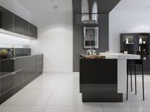 Cucina luminosa con una mobilia scura Fotografia Stock
