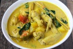 Cucina malese tradizionale di Ayam Masak Lemak- Fotografie Stock Libere da Diritti
