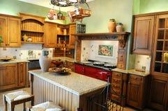 Cucina moderna con i colori luminosi Fotografia Stock Libera da Diritti