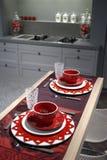 Cucina moderna con la tabella di prima colazione. Fotografia Stock Libera da Diritti