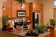 Cucina moderna dell'appartamento Fotografia Stock Libera da Diritti