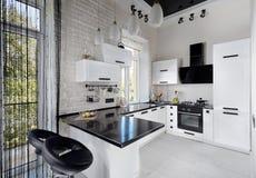 Cucina moderna nei toni leggeri Fotografie Stock