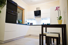 Cucina moderna nel bianco Fotografia Stock