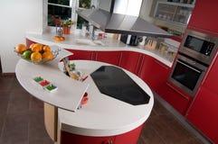Cucina moderna rossa Fotografie Stock Libere da Diritti