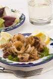 Cucina spagnola. Calamari fritti in grasso bollente andalusi. Immagine Stock
