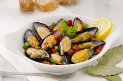 Cucina spagnola. Cozze in salsa. Mejillones una La Marinera. Fotografie Stock