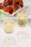 Cucina spagnola. Due vetri di Sherry Wine. Fotografia Stock