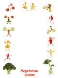 cucina vegetariana Piccola gente divertente fatta delle verdure e della f Fotografia Stock