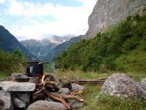 Cucinando il posto vicino al ghiacciaio alpino scorra la Svizzera in Unterstock, Urbachtal Fotografia Stock Libera da Diritti